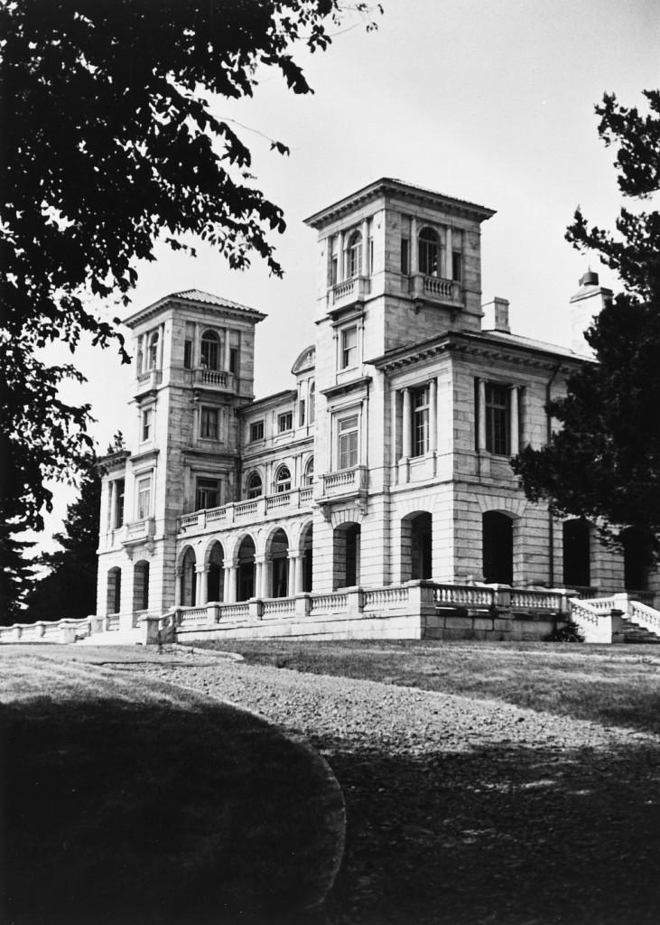 Swannanoa-Palace-Outside-731x1024